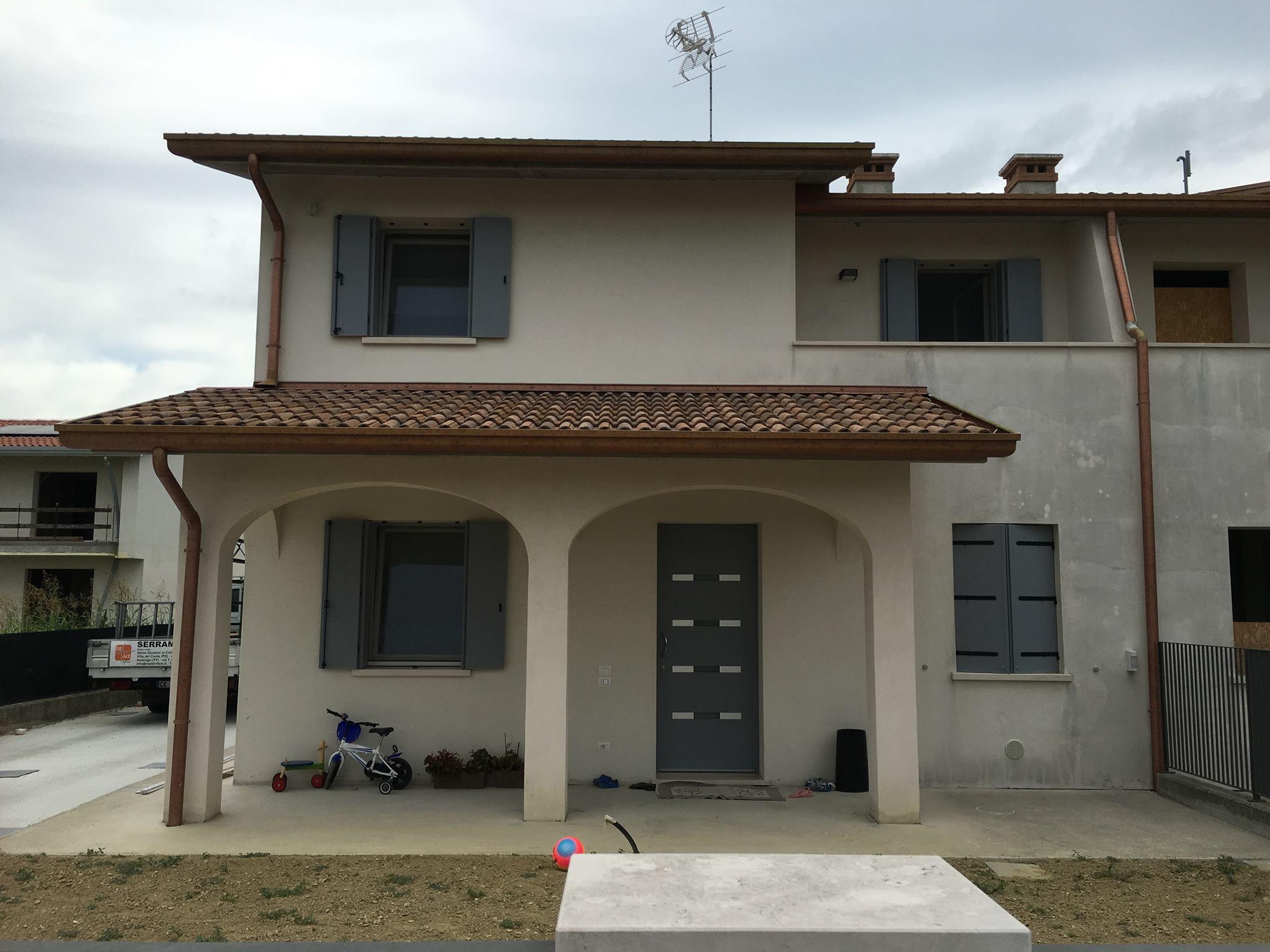 casa con serramenti reale infissi produzione e vendita finestre portoncini, scorrevoli e portefinestre