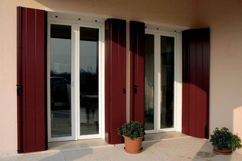 Produzione scuri balconi e persiane in pvc e alluminio for Persiane in pvc